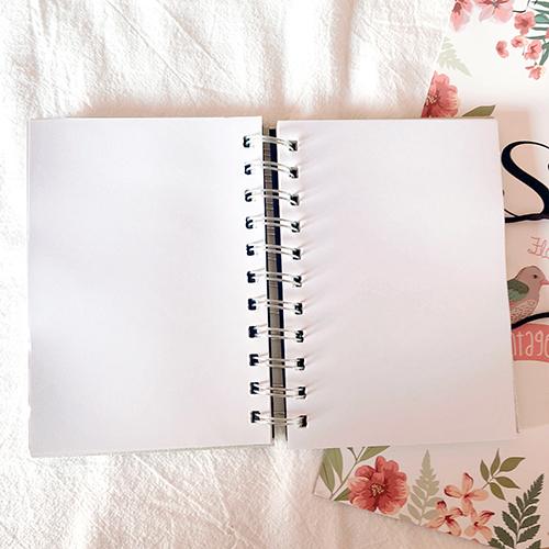 筆記本、文具筆、留言版、隨身碟